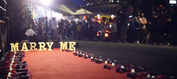 Marriage Proposal on Pingxi Old Street│ Marriage Proposal photography,