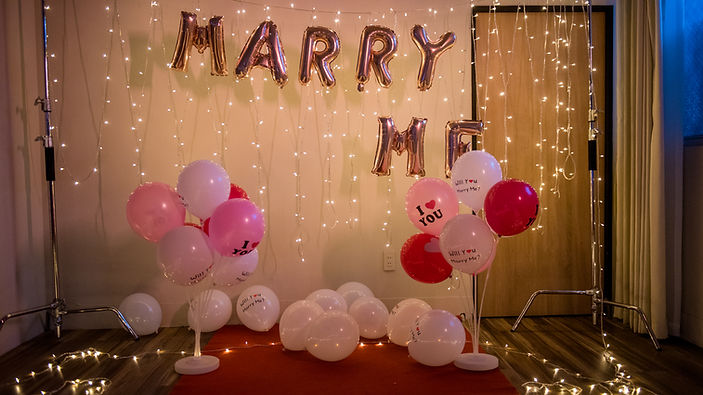 求婚佈置-氣球柱、燈串、字型氣球