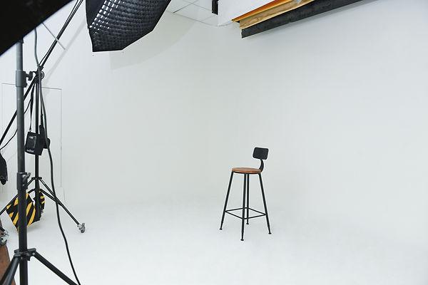 台中團體形象照之大型拍攝無縫牆 │ 萊雅視覺