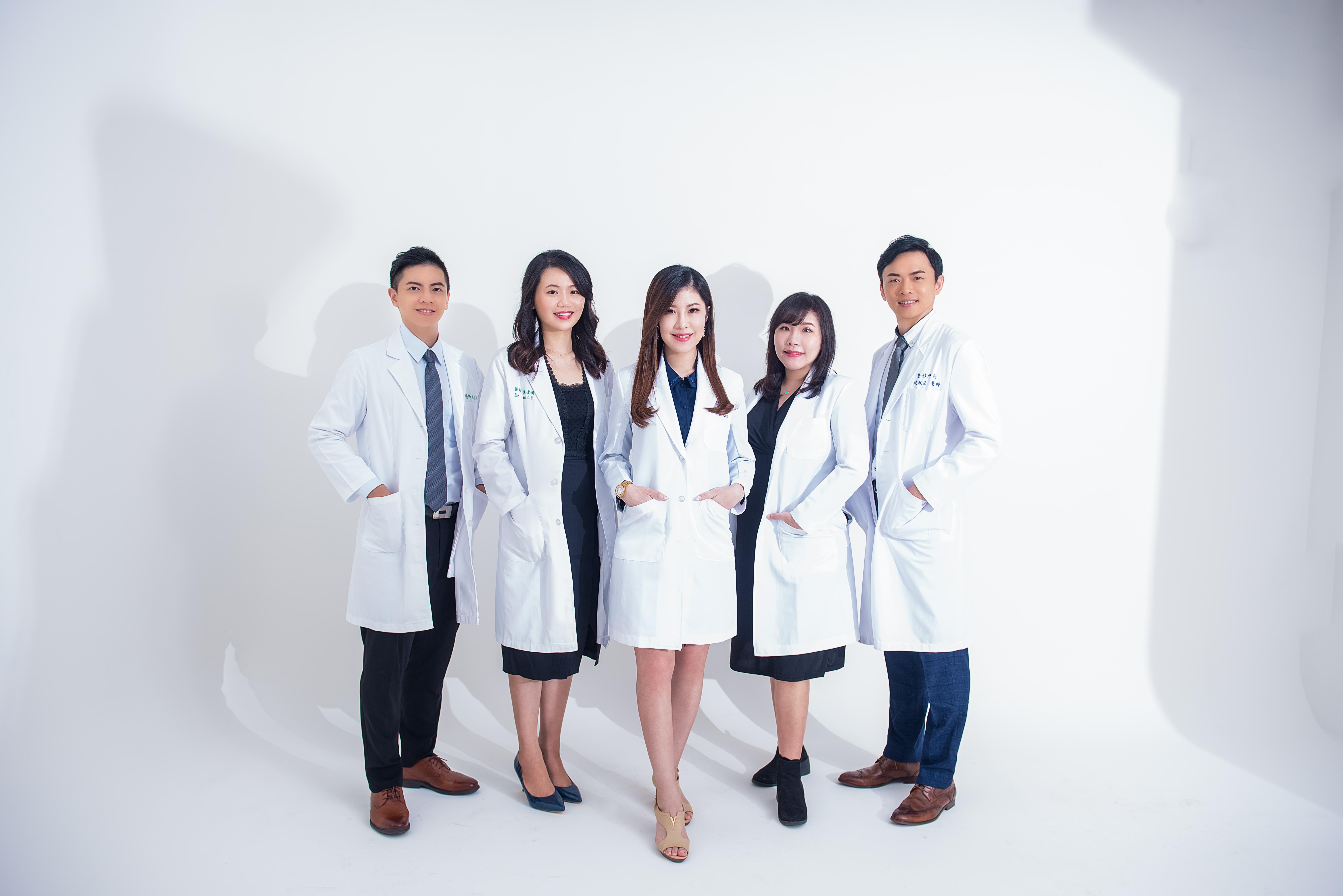 井欣生醫 AQUA C. 花漾皙 保養品代言團體形象照
