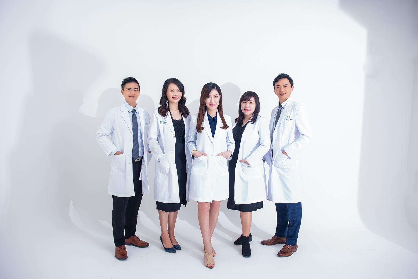 井欣生醫 AQUA C. 花漾皙之醫生團體形象照