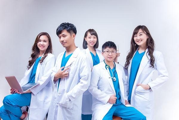 團體形象照服裝-醫生 │ 台中團體形象照、醫生團體形象照  │ 萊雅視覺