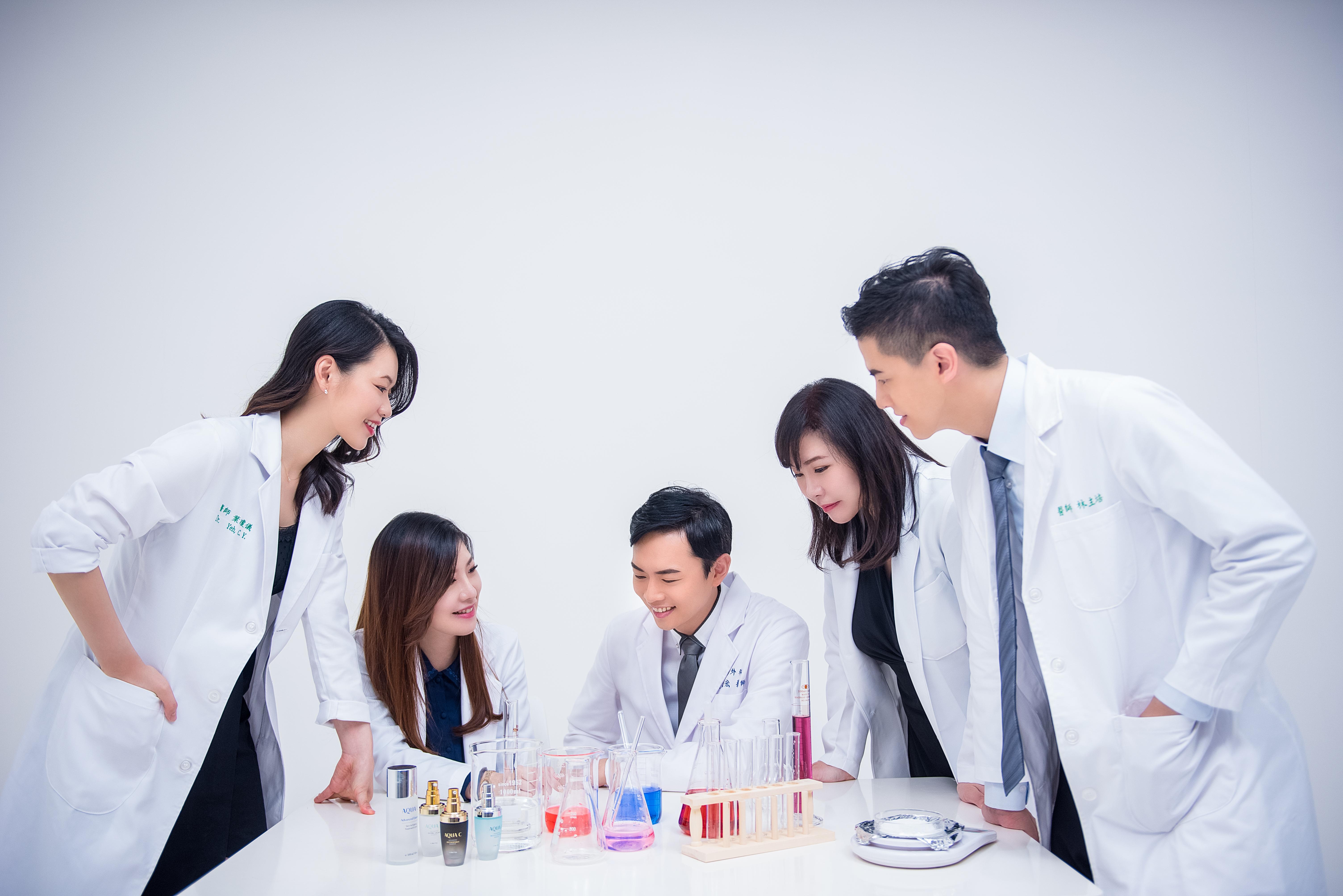 井欣生醫 AQUA C. 花漾皙 商品代言形象照