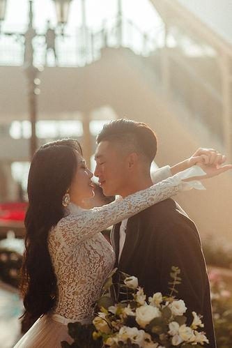 臺中麗寶outlet歐洲街道逆光婚紗攝影-台中那一刻婚紗推薦