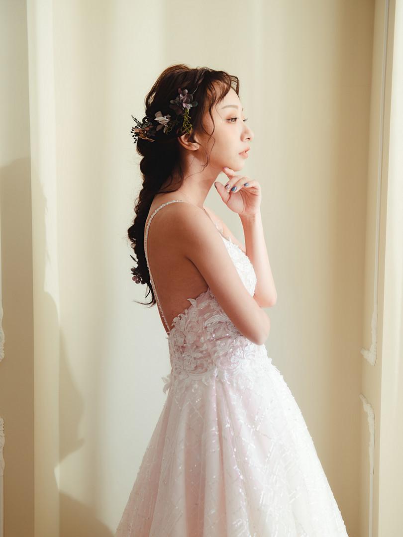 V領 細肩帶 束腰設計 亮片縫製不規則線條紗裙