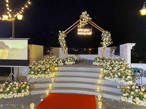 台中餐廳求婚大型求婚布置、花藝求婚布置 │ 台中求婚道具出租、艾杜創意