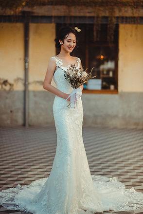 蕾絲刺繡包臀A字裙 │ 台中手工婚紗,台中婚紗禮服款式,台中婚紗攝影,那一刻北歐婚紗