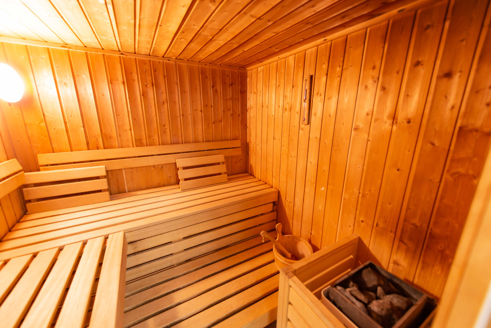 Eterlou sauna et jacuzzi-11.jpg