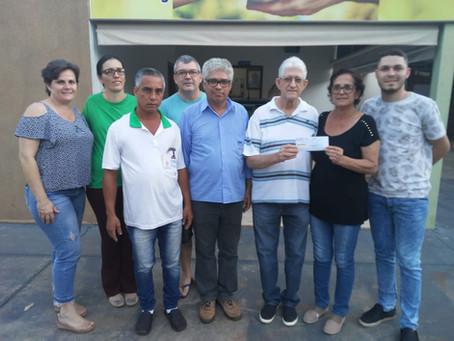 Sindicato entrega cheque de R$ 2 mil para o Lar dos velhinhos de Santa Fé
