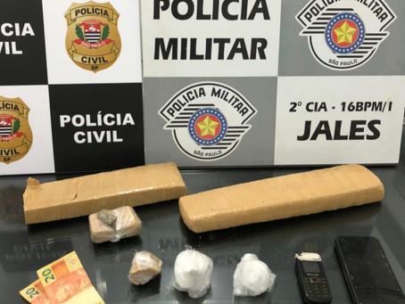 Motorista de aplicativo e passageiro são presos em flagrante por tráfico de drogas