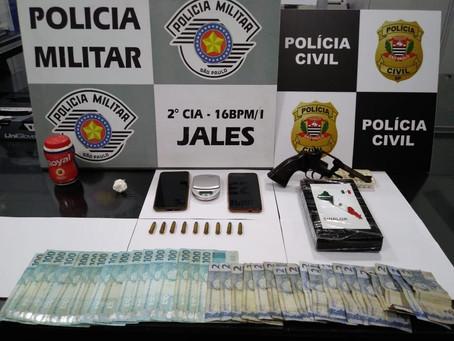Ação conjunta das polícias Civil e Militar apreende um quilo de cocaína pura e um revólver em Jales