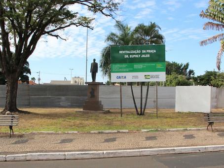 Vereador Bruno de Paula solicita informações sobre reforma da Praça Dr. Euphly Jalles