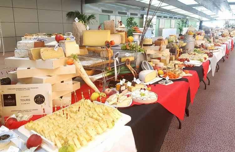 Produtores mineiros de queijo saíram vencedores do concurso Mondial du Fromage, em Tours, na França, com um superouro, sete medalhas de prata e três de bronze (foto: Facebook.com/MondialFromage/Reprodução)