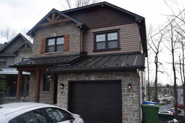 Toiture métallique, fenêtre, porte de garage, revêtement, fenêtre