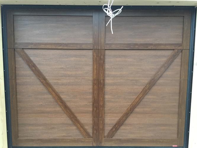 porte de garage avec décoration