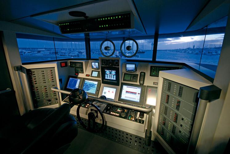 Ocean Explorer Puente mando 01.jpg