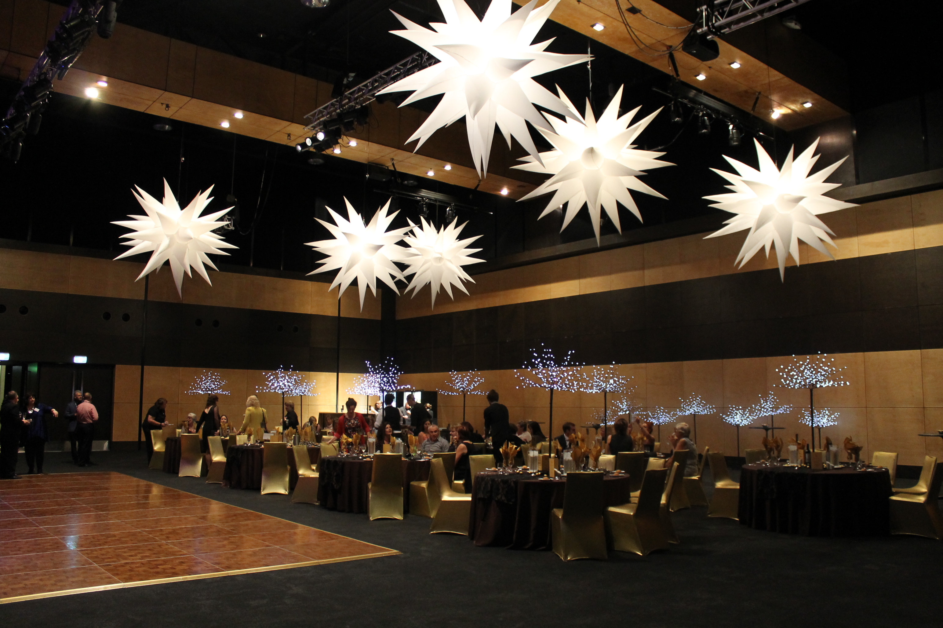 white-inflatable-stars