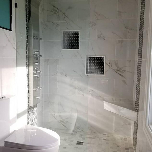 Light and bright curbless custom tiled shower. #pennhandy #wedi #customshower #carlisle #curbless