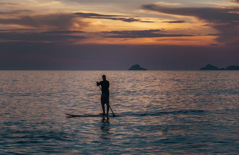 Personin water rowing