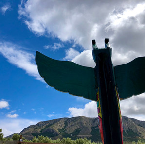Totem looking at Jabalcon