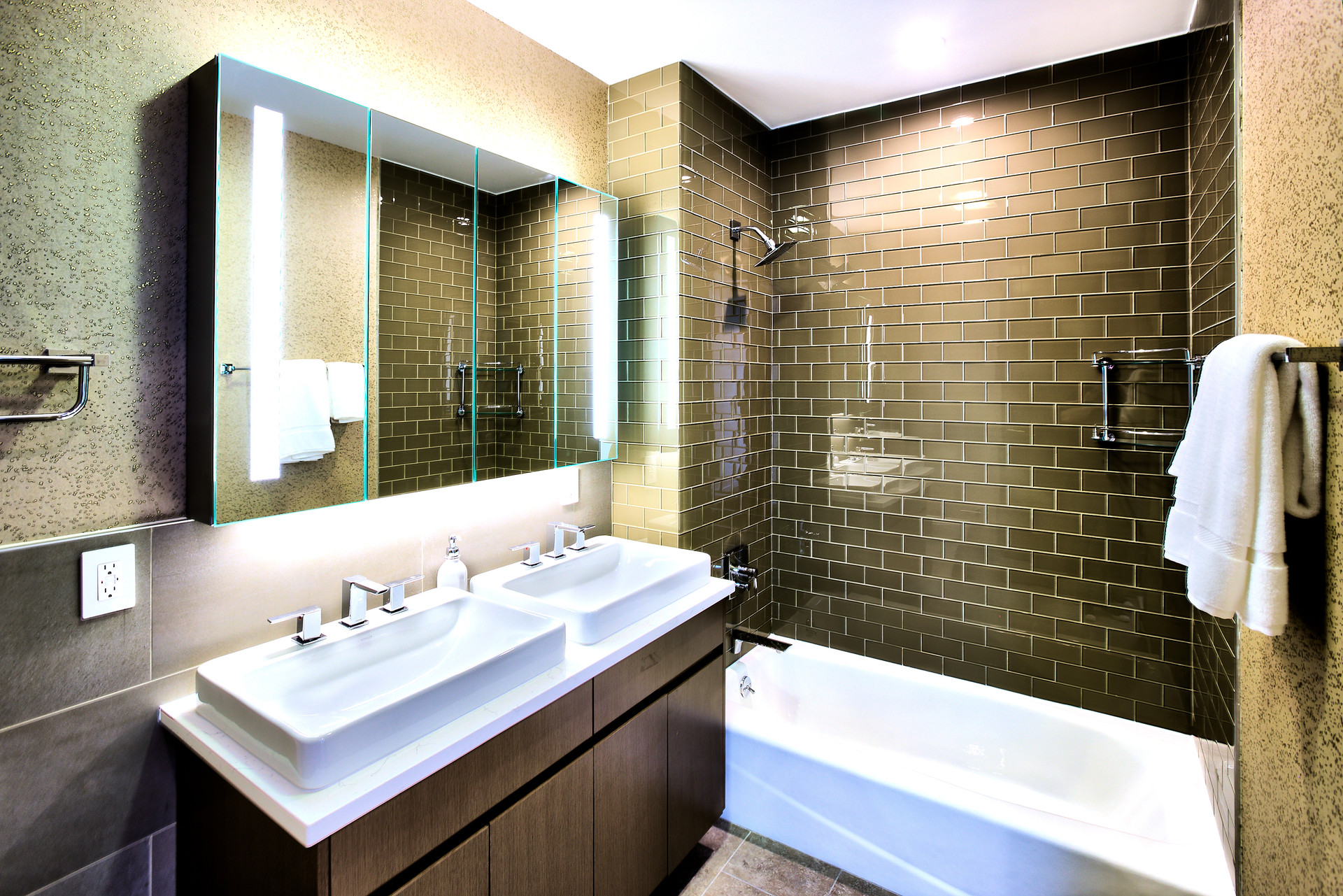 Bathroom double sink 1.jpg