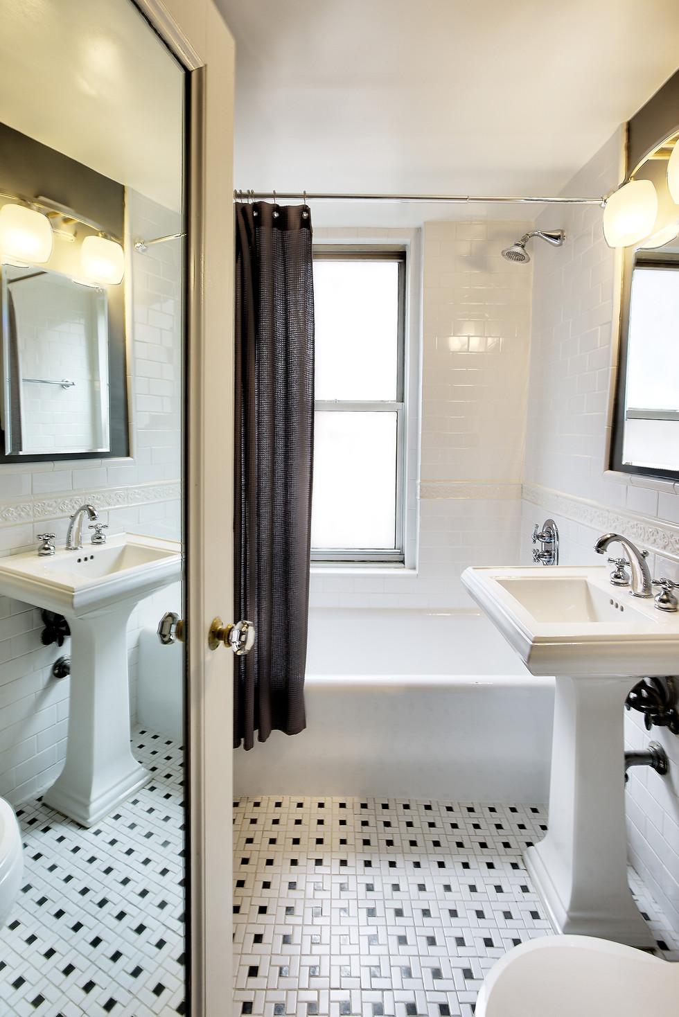 bathroom sans light reflection on toilet