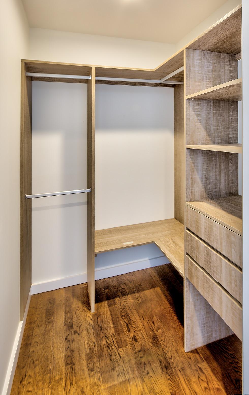 walk-in closet.jpg