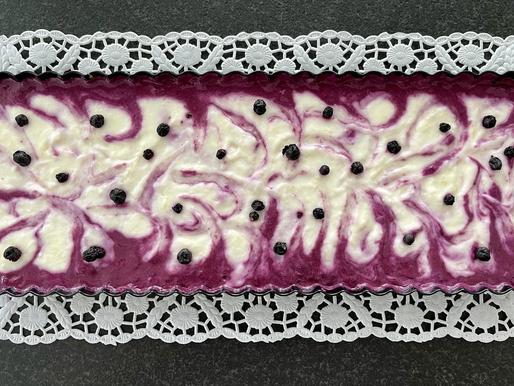 Knuspertarte mit Joghurt Heidelbeere Creme (low carb, no bake)