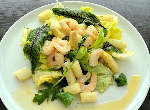 Spargel-Salat mit Orangendressing und Garnelen