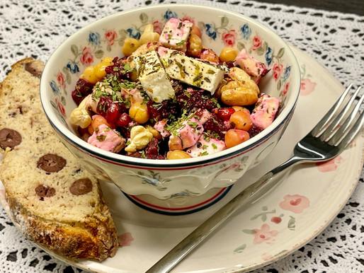 Rote Rüben-Schafkäse- Kichererbsen Salat