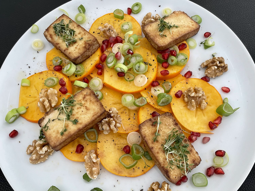 Die Götterfrucht mit Tofu, Walnüssen und Granatapfelkerne