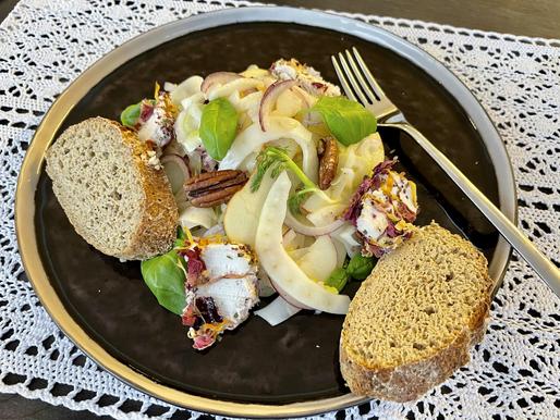 Apfel-Fenchel-Salat und Orangendressing