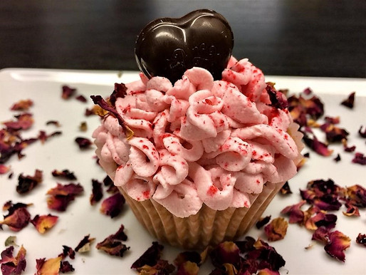 Herzliche, fruchtige Himbeere-Rosen-Cupcakes haben immer Saison!