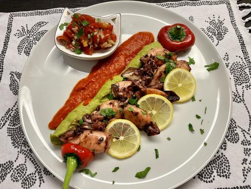 Calamari auf Erbsenpüree & Paprika Creme ❤️