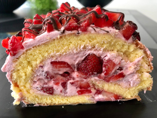 Erdbeere-Biskuit-Roulade