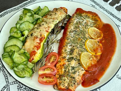 Ofen-Saiblingsfilet in Tomatensauce mit gefüllten und überbackenen Zucchini & frischen Gurkensalat ❤