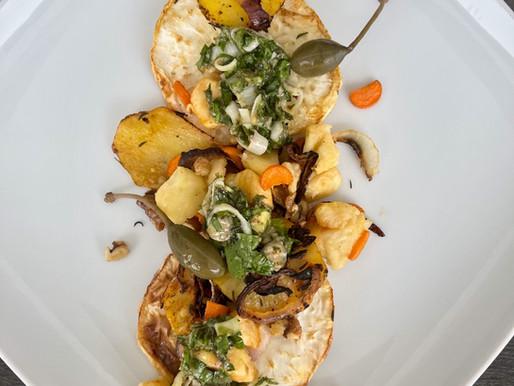 Sellerie-Steaks mit Salsa Verde & Erdäpfel Scheiben