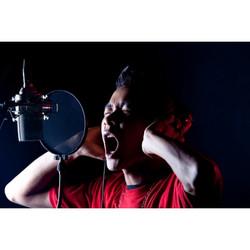 shouting-singer-recording-studio-600x600
