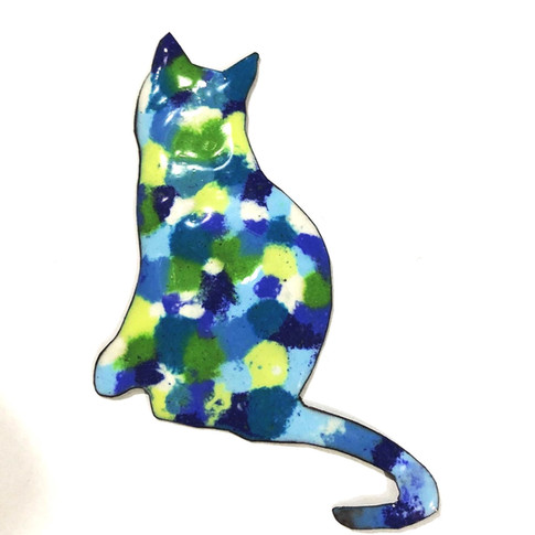 Enamelled cat.