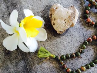 Fordyp din yogapraksis med Ayurveda