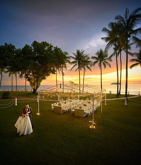 Wedding at dusk on Tanjung Garden, Shangri-La's Tanjung Aru Resort