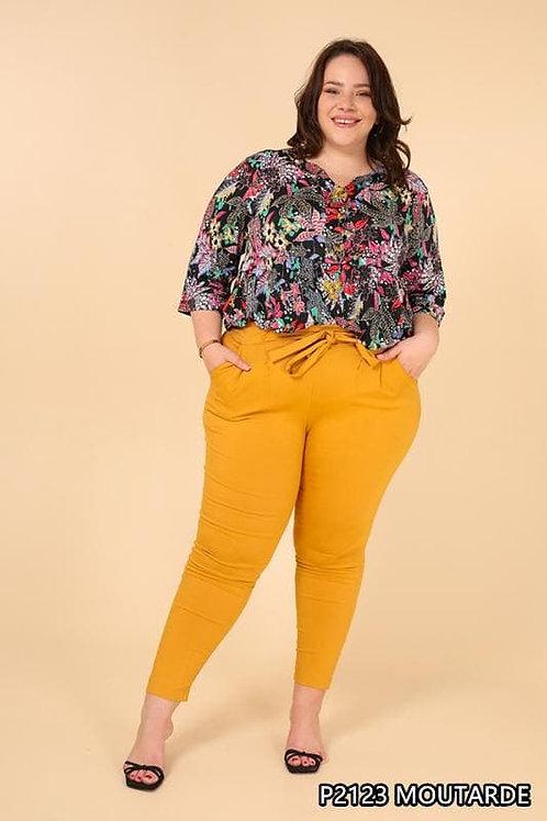 Pantalon moutarde style carotte. Belle en XL la mode grande taille.