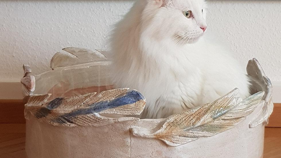 Modell Milo mit Federn in weiss / rosa und farbigen Federn