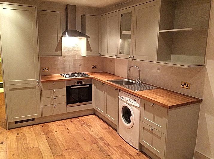 Country-style kitchen insallationwih wooden worktop
