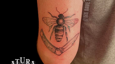 Dave Natural Canvas Tattoo Bee and Knife.png