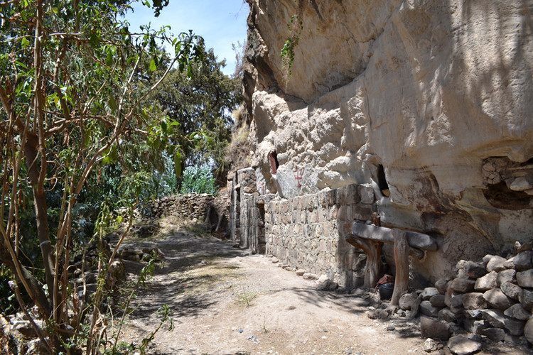Exterior of Wašša Mika'el church (in 2013), showing the influence of local Wadla culture in using a cave as a church, rather than building a church inside a cave (as at Yǝmrǝḥannä Krǝstos and Ǝmäkina Mädḫane 'Aläm) or hewing a cave out of rock (as at Gännätä Maryam, Bǝlbäla Č̣ärqos and the Lalibela complex)