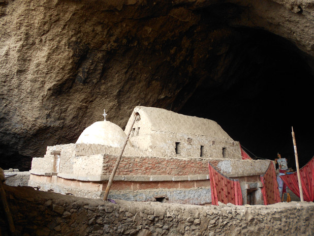 A cave at the top of the Ǝmäkina ridge houses the church of Mädḫane 'Aläm, 'Saviour of the World', built in late Aksumite style like that of Yǝmrǝḥannä Krǝstos