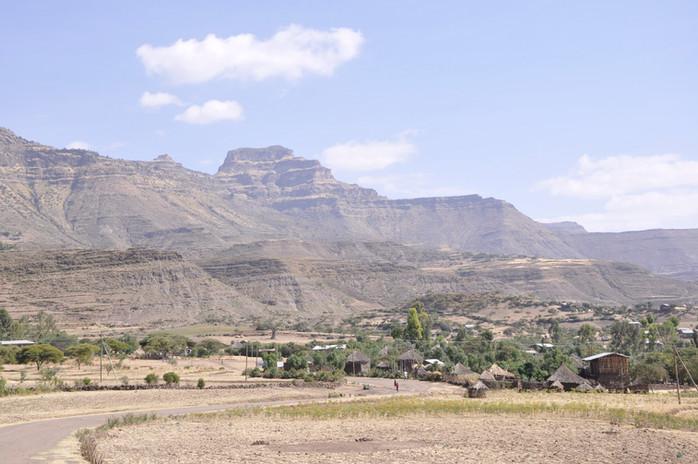 Gännätä Maryam village overlooked by Mount Abunä Yosef