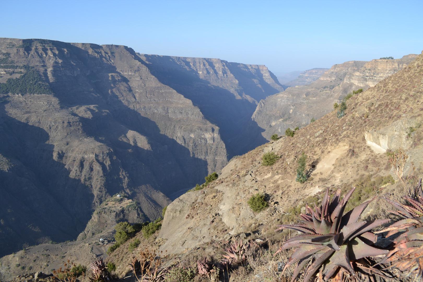 The 'prison mountain' of Mäloṭ Amba jutting out into the Žiṭa gorge, Wadla wäräda