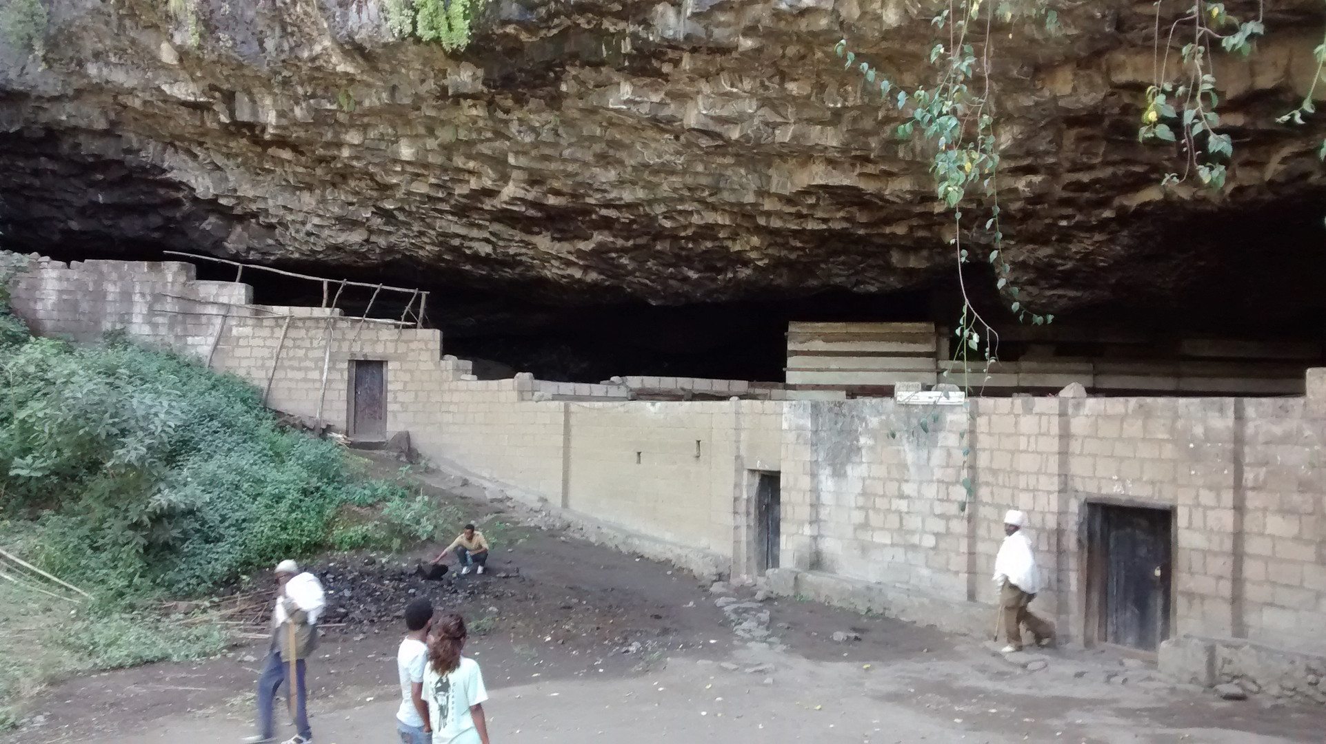The mouth of the cave containing Yǝmrǝḥannä Krǝstos church, just visible behind the modern wall